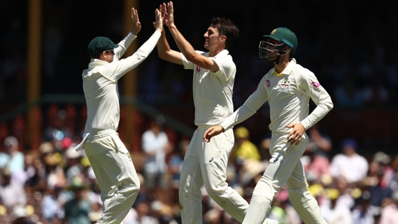 Article image for Tail wags but England bowled out for 346 in Sydney