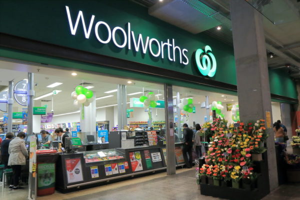 Article image for Woolies boss would have rolled out bag ban 'differently' as sales slump