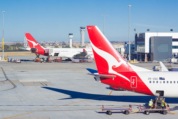 Qantas drops iconic 747s for $2-billion new fleet
