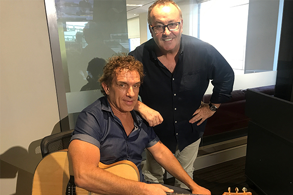 Aussie rock legend Ian Moss performs live for Chris Smith