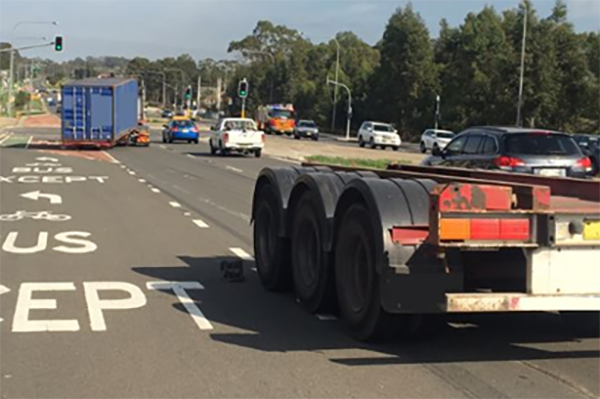Article image for Truck loses rear axles at high speed