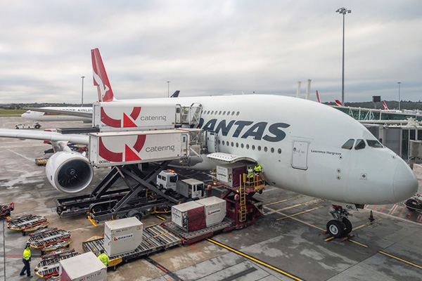 Article image for Qantas catering staff threatening to strike