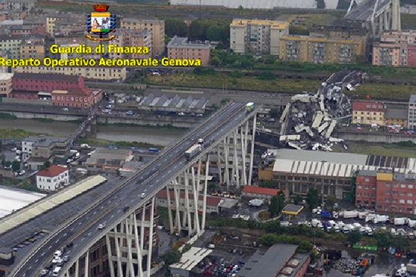 Article image for International news: Dozens killed in Italian bridge collapse, suspected London terror attack