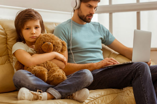Parents on smartphones disconnect from their kids