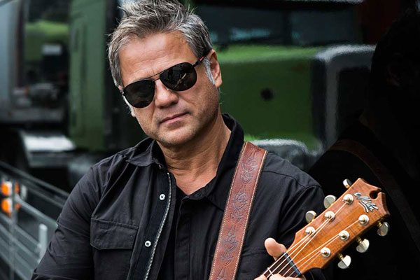 A song for the Drought: Jon Stevens on Hay Mate: Buy a Bale concert