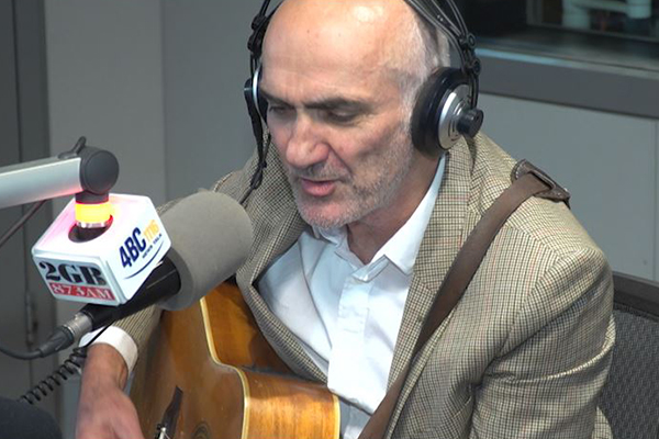 Article image for Aussie music great Paul Kelly performs live in studio