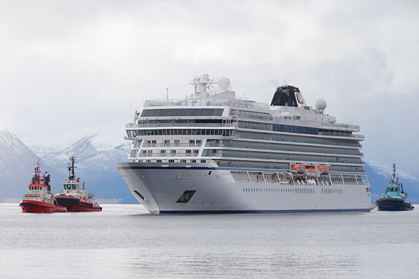 Article image for Cruise ship towed to shore