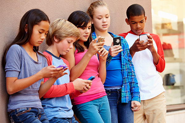 Mobile phones banned in Victorian schools