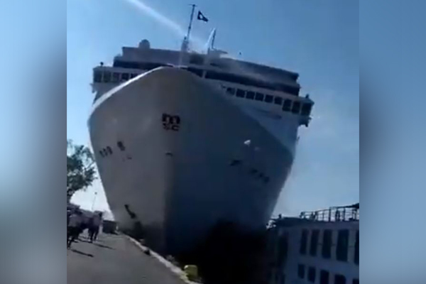Article image for WATCH | Venice cruise ship sends tourists running as it crashes into dock
