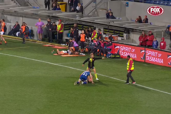 Article image for Bizarre vision: Overzealous AFL security guard tries to break up fight — BETWEEN PLAYERS