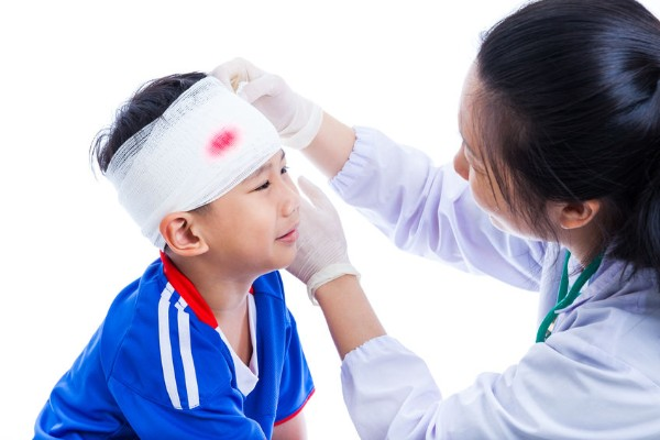 Child head injuries less likely on field