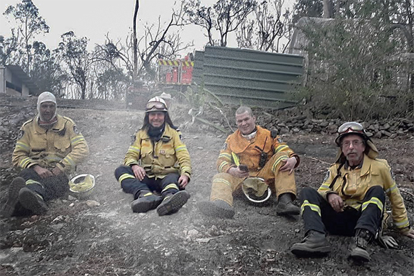 Tony Abbott describes horror bushfires after returning from the frontline