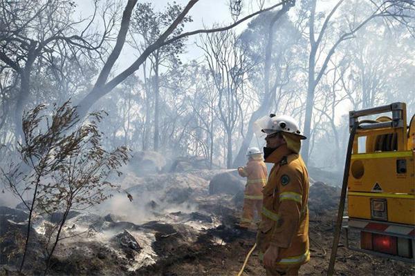 'It feels like Armageddon': Farmer's heartbreaking story as bushfire destroys homes