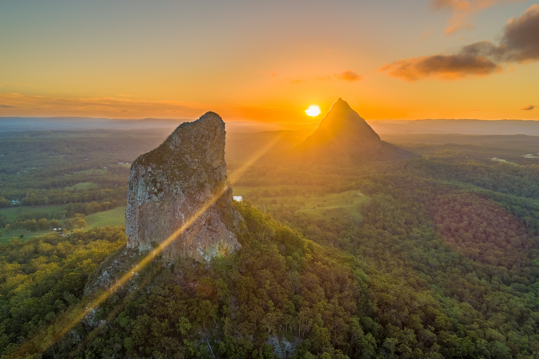 Calls to close the Glass House Mountains to climbers – 4BC