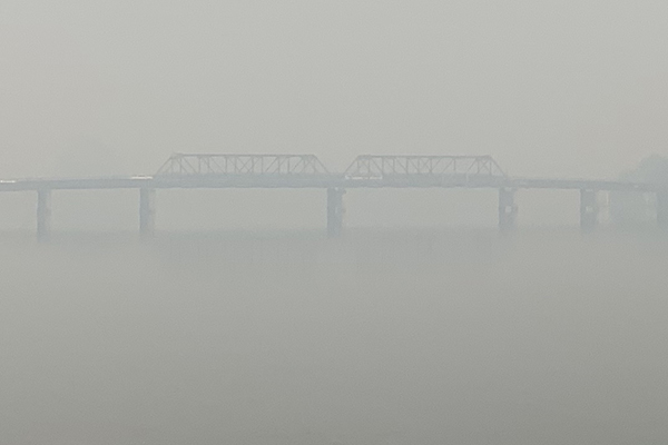 Article image for Bushfire smoke completely covers the Macksville Bridge