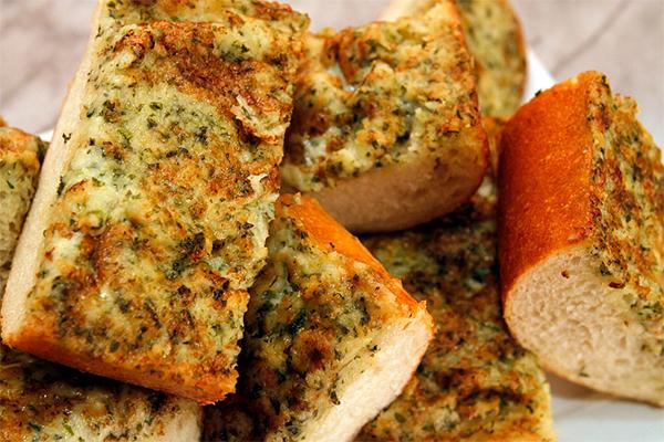 Article image for Aussie student lands dream job of garlic bread taste tester