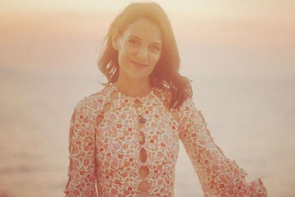 Article image for Katie Holmes will be serving burgers to support families in need