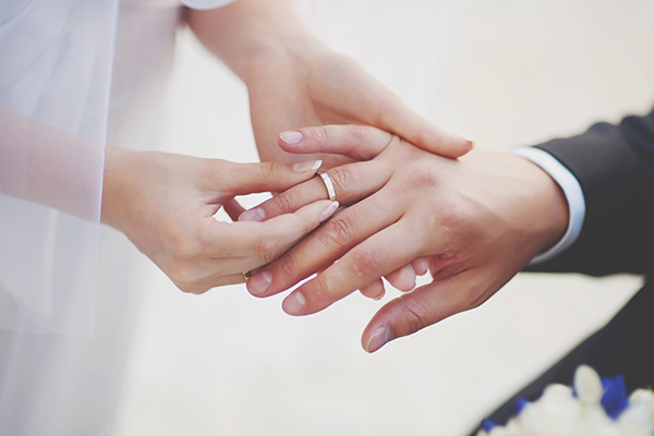Article image for Young couples shy away from tying the knot