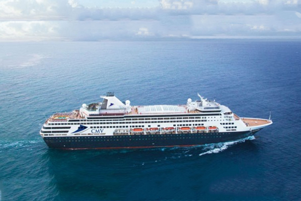 Article image for 'Absolutely horrific!': Passenger calls in from cruise ship stranded at sea