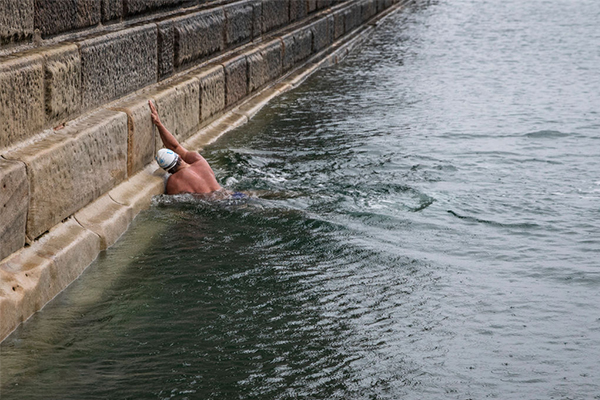 How an Aussie outback grazier is training to swim the English Channel