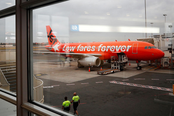 'Nowhere to be seen': Jetstar refuses to negotiate as strikes throw flights into chaos