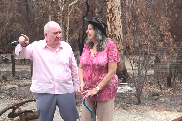 Article image for WATCH | Alan Jones visits NSW towns devastated by bushfires