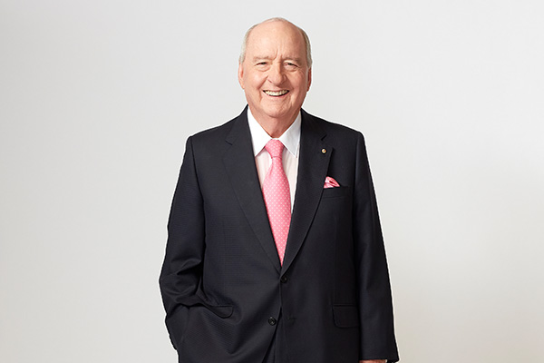 'We are at war!': Alan Jones says new leadership needed in bushfire crisis
