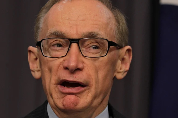 Article image for Bob Carr calls for Australia to block 'intolerable' extradition of Julian Assange