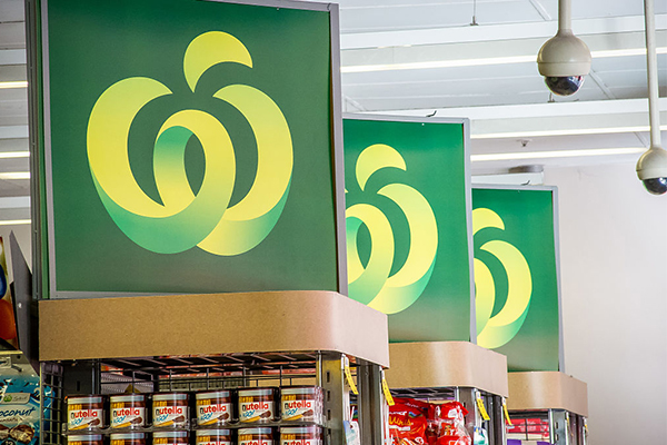 Woolworths boss apologises as elderly again met with no stock