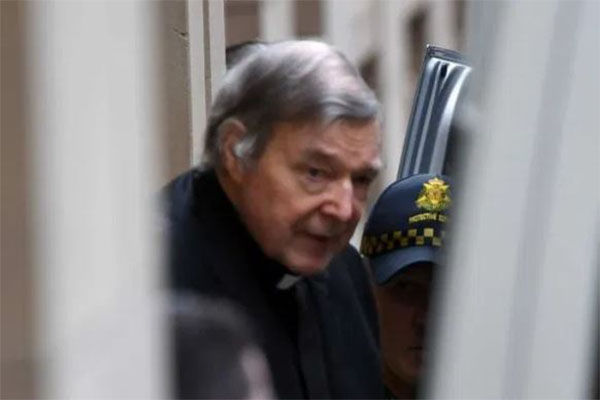 Article image for George Pell's former private secretary calls on public apology