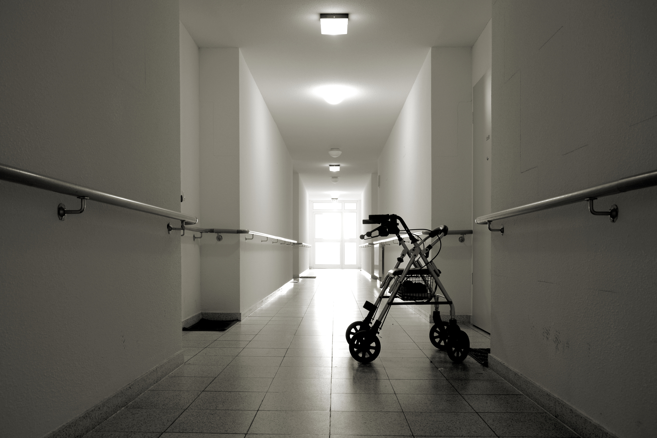 Calls to bring in overseas workers to tackle aged care outbreaks