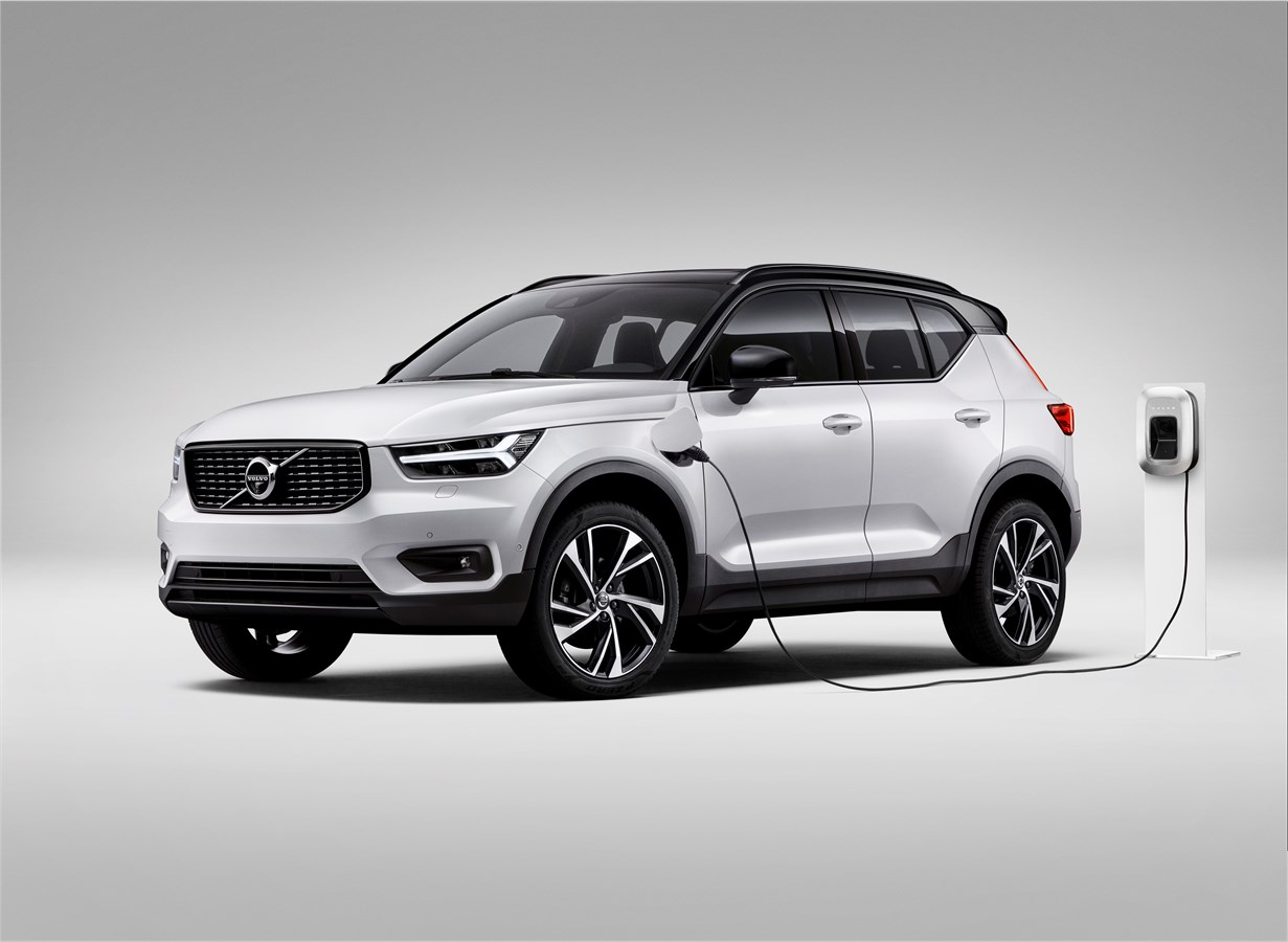 Volvo's XC40 plug-in hybrid carries an $8,000 premium but is it worth the extra money over the very competent 2.0-litre turbo petrol T5 R-design model