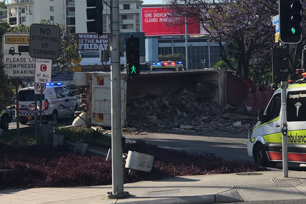Article image for Truck rollover causes Story Bridge delays