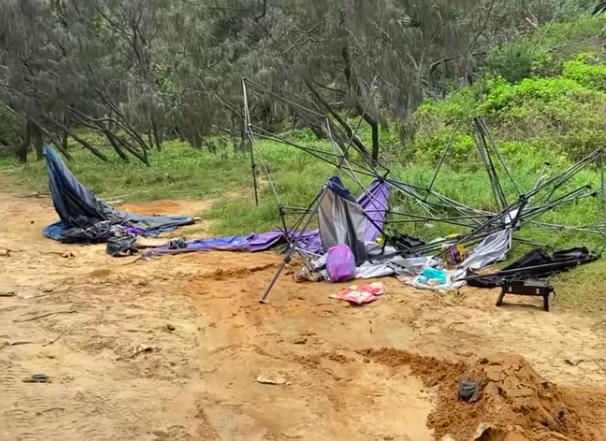 Article image for Beachside camp sites abandoned, leaving behind 'disgusting mess'