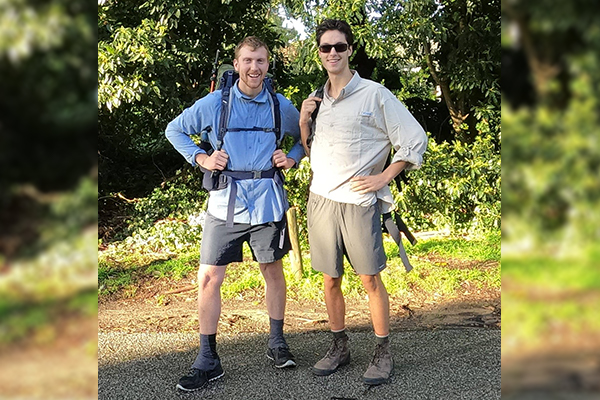 Article image for Duo makes daunting 13-week cross-country trek for dogs