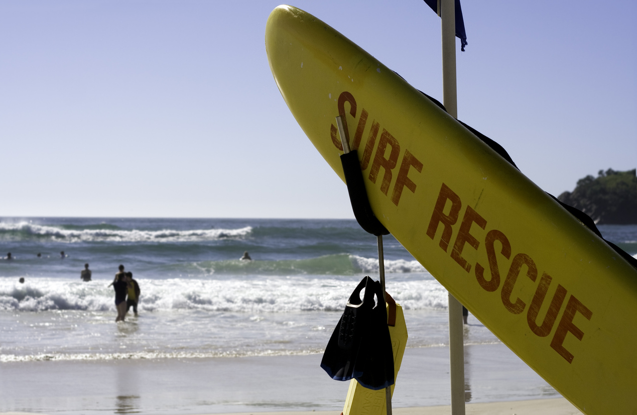 Article image for Legendary chief lifeguard Warren Young hangs up the cap after 47 years