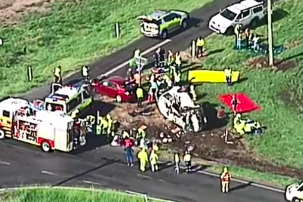 Article image for 15 people assessed after minibus crash in Lockyer Valley