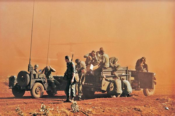 Article image for Photojournalist to auction harrowing Vietnam War photos for veteran charity