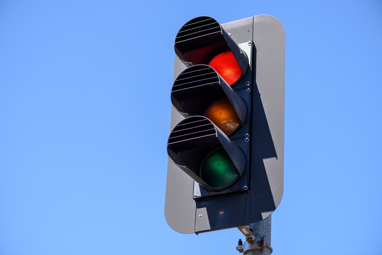 Council and state government at loggerheads over 'left turn on red' signs
