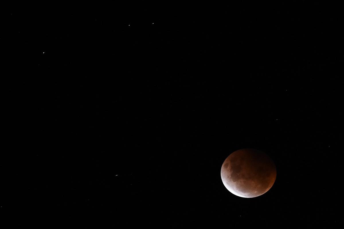 Article image for PHOTOS | Super blood moon stuns Australian skies