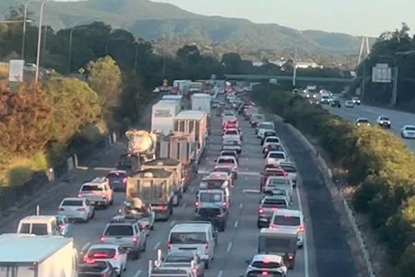 Traffic backed up amid M1 multi-vehicle crash and blanketing fog