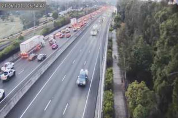 Article image for Massive delays as traffic bottlenecks at four separate crashes