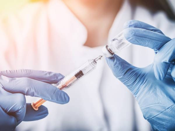 Article image for COVID-19 vaccine access barrier lowered as jabs offered at pharmacies