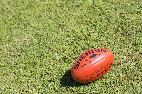 AFL clubs rush to Queensland as COVID chaos causes fixture mayhem