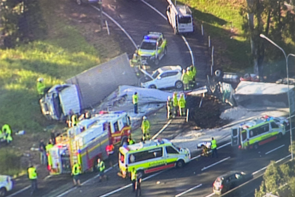 Article image for Serious traffic crash blocks Gympie Artierial Road exit
