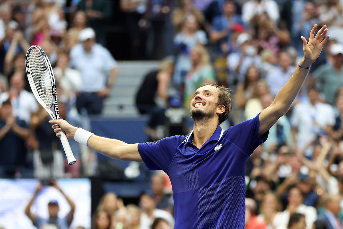 Article image for Djokovic's Grand Slam hopes crushed in defeat to Medvedev