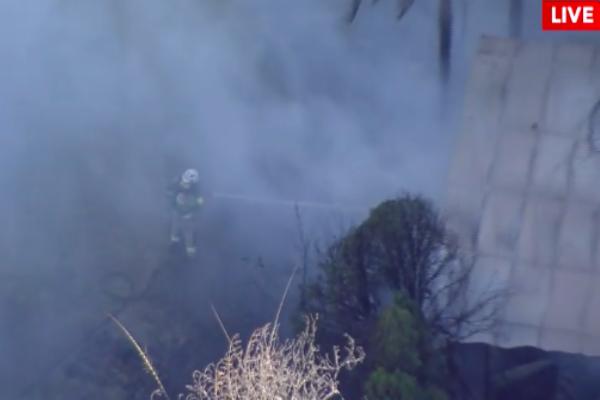 Article image for Crews battle large building fire in Upper Mount Gravatt
