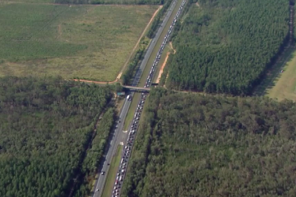 Article image for Long delays on the Bruce Highway as holidaymakers head home